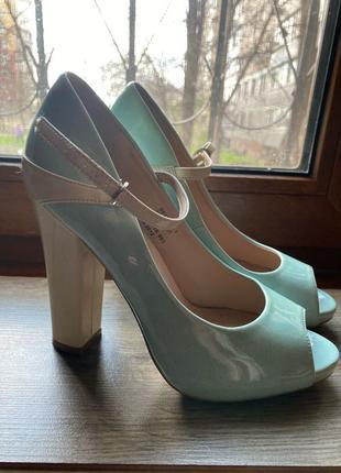 Голубые босоножки туфли centro