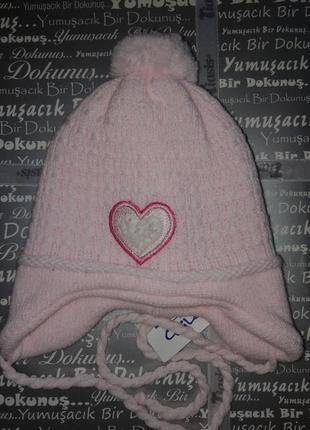 Теплая шапочка для новорожденной девочки