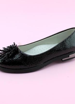 Нарядные туфли для девочки с цветком из бисера