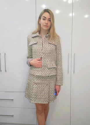Твидовый костюм с юбкой и жакетом