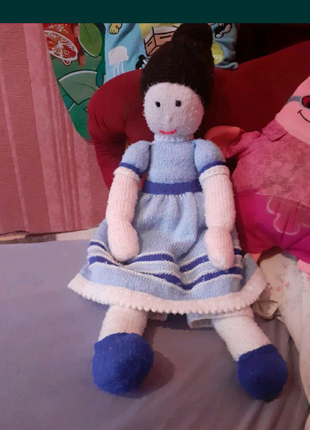 Кукла интерьерная вязаная