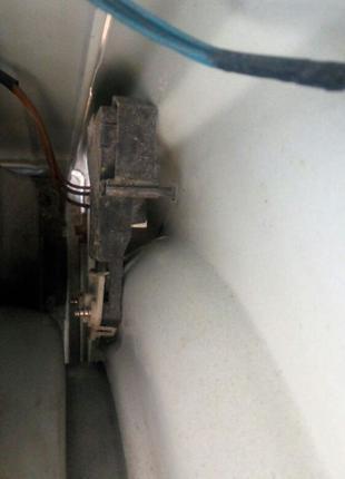 Замок дверцы стиральной машинки Indesit WIL 82