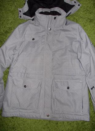 В наличии  зимняя куртка,фирма  charles vogele