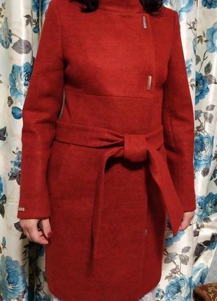 Пальто женское красное s