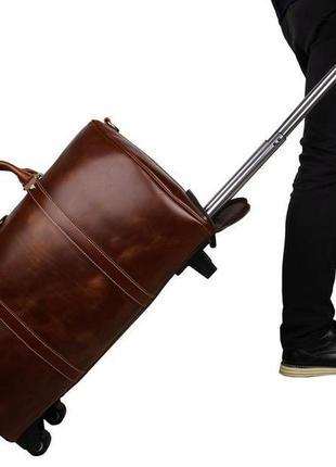 Кожаный чемодан на колесах с выдвижной ручкой