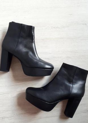 Кожаные ботильоны туфли на каблуке  (39 размер)