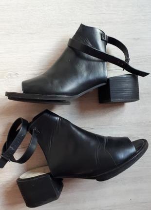 Босоножки-туфли (39 размер)