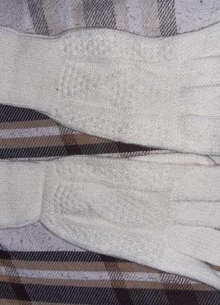 Білі рукавички машинна в'язка