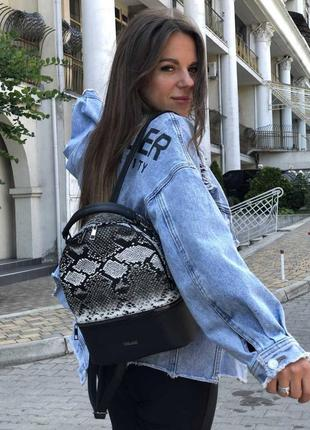 Модный рюкзак черно-белая рептилия