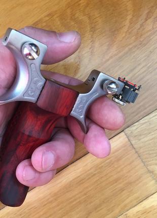 Высокотехнологичная Премиум Рогатка Титановая Сталь + Дерево