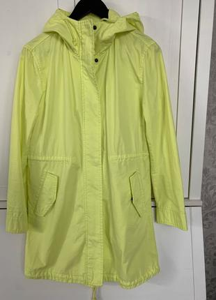 Літня куртка Бенетон, розмір М, без підкладки