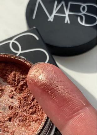 Рассыпчатый хайлайтер Nars Illuminating Loose Powder в оттенке Or
