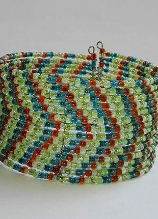 Женский браслет из бисера ручной работы