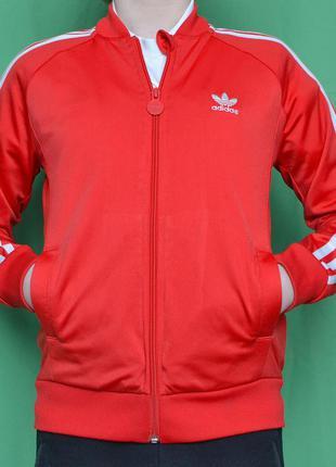 Брендовая красная спортивная куртка adidas.  тайланд.