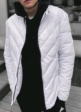 Весенняя белая куртка