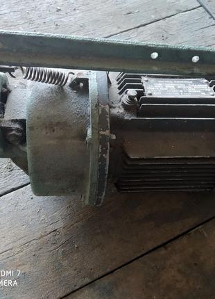 Продам двигатель асинхронный от швейной машины