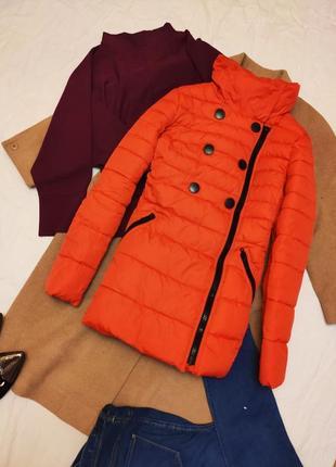 Пуховик одеяло куртка зимняя зефирка красная с чёрными пуговиц...