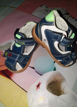 Босоножки для мальчика 18 размер, с закрытым носком