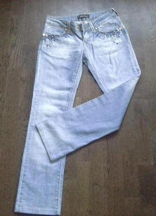 Крутые осенние джинсы потертости декор
