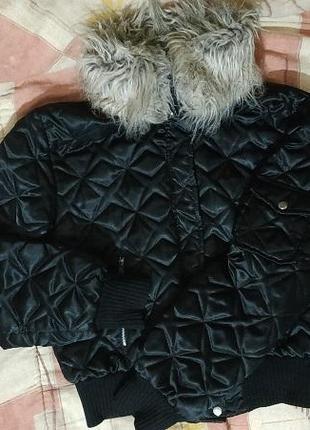 Курточка для девочки с меховым воротником