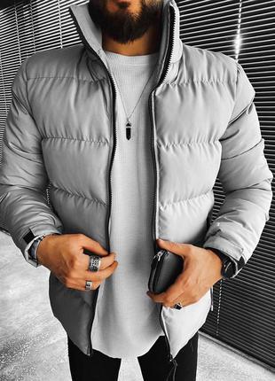 Стильная весенняя куртка серого цвета