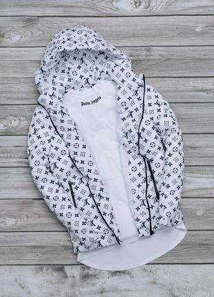 Весенняя непродуваемая куртка с капюшоном белая ветровка