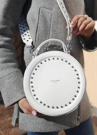 6 цветов! сумочка david jones круглая белая кругляшка на плечо...