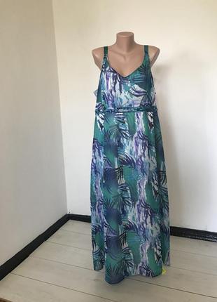 Красивое макси платье на бретелях большого размера