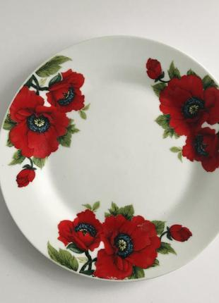 Тарелка, тарелки, тарелки с красным маком.