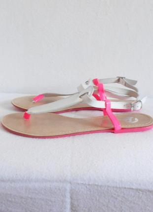Кожаные босоножки сандалии низкий ход bata  🌿