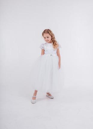 Пышное белое выпускное платье с фатиновой юбкой