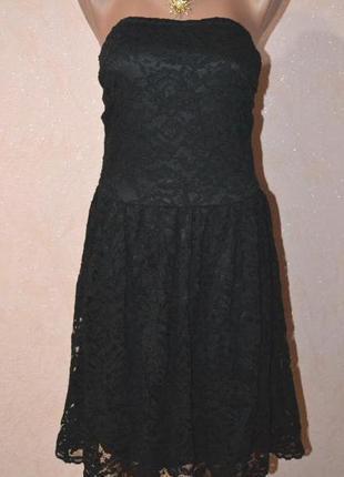 Красивое кружевное платье со съемными бретелями