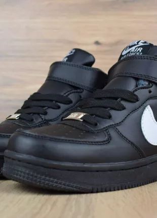 Женские зимние кроссовки на меху  Nike AF 1 черные с белым. 3458