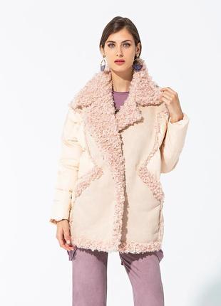 Куртка отделанная эко-мехом пудрового цвета испания