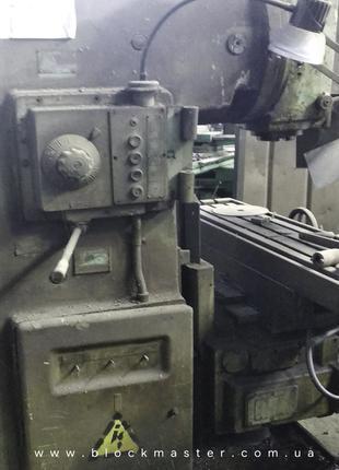 Вертикально-фрезерный станок 6Р12