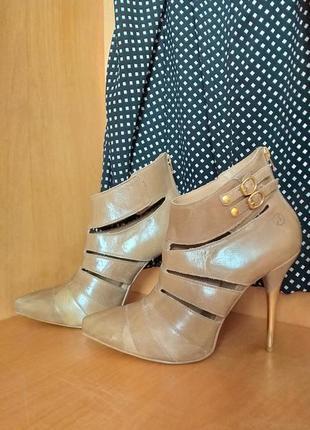 Красивые кожаные ботинки  bronx бразилия 40р.
