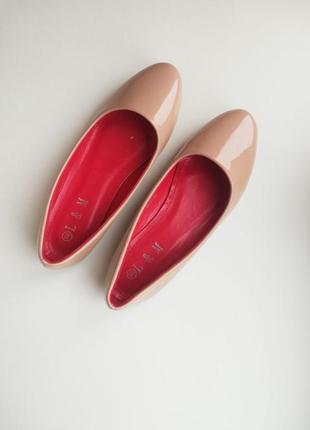 Бежеві лаковані балетки бежевые лаковые туфли туфлі туфельки