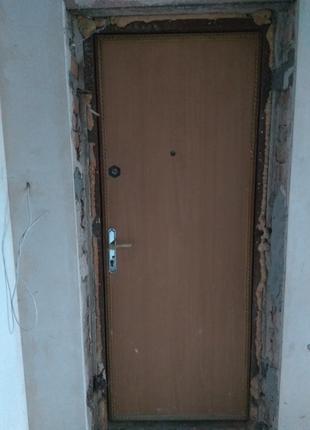 Продам двери входные б/у