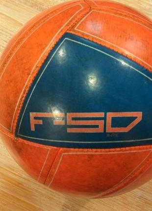 Футбольный мяч adidas f50