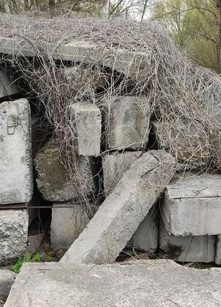 Бетонные блоки, железобетонные блоки.