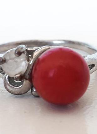 Серебристое кольцо клеймо 18kgp кольцо с красной вставкой и ст...