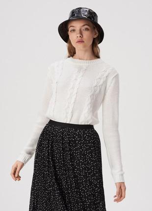 Новая однотонная белая кофта свитер вязаный джемпер в косы пол...