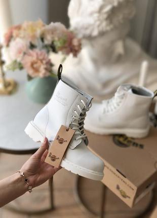 Зимние женские кожаные белые ботинки сапоги на шнуровке с мехо...
