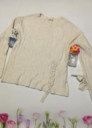Стильный свитер со шнуровкой и красивыми рукавами