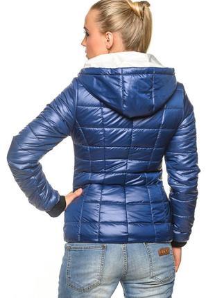 Демисезонная куртка стеганая синяя элекстрик с капюшоном
