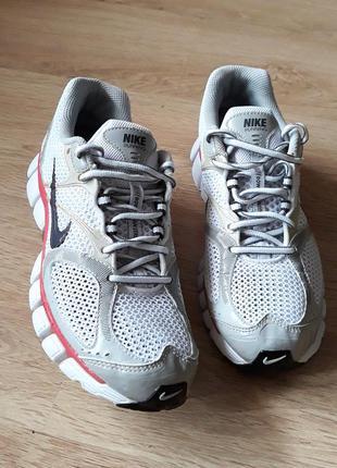 Nike. кросівки