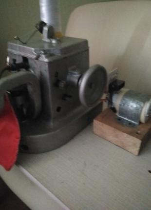 Скарняжная швейная машина 10-б