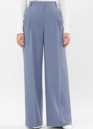 Широкие брюки-палаццо василькового цвета