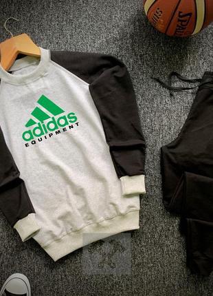 Легкий весенний спортивный костюм  adidas с принтом серый на м...