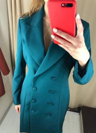 Платье-пиджак с длинными рукавами на пуговицах